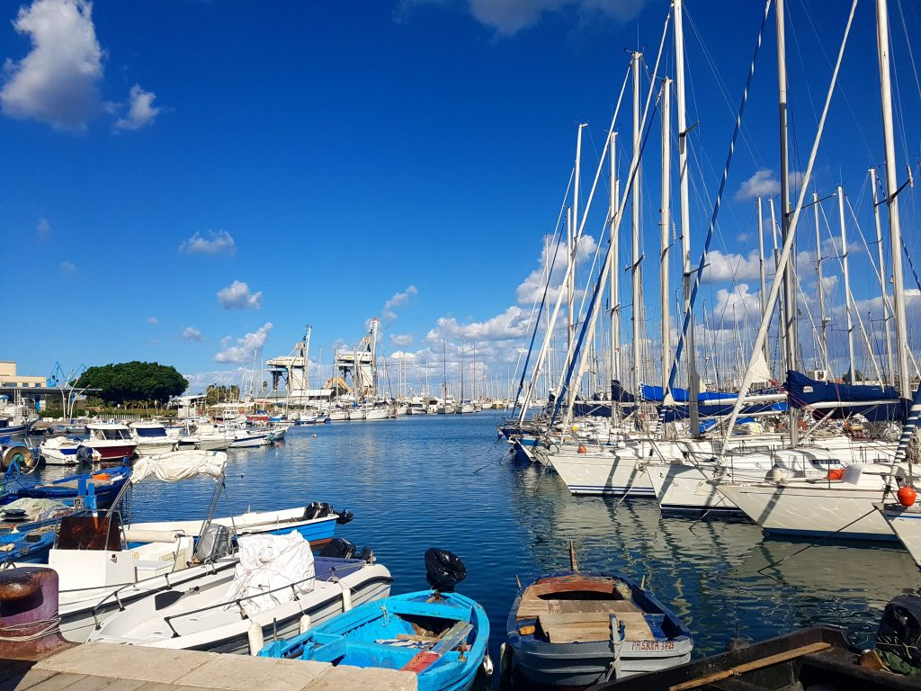 Porto di Palermo sotto il sole