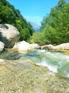 Se baigner dans les tumpi de Bobbio Pellice Piémont