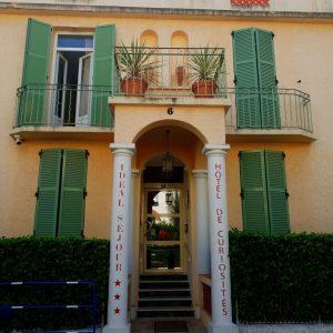 entrée de l'hotel ideal sejour à Cannes