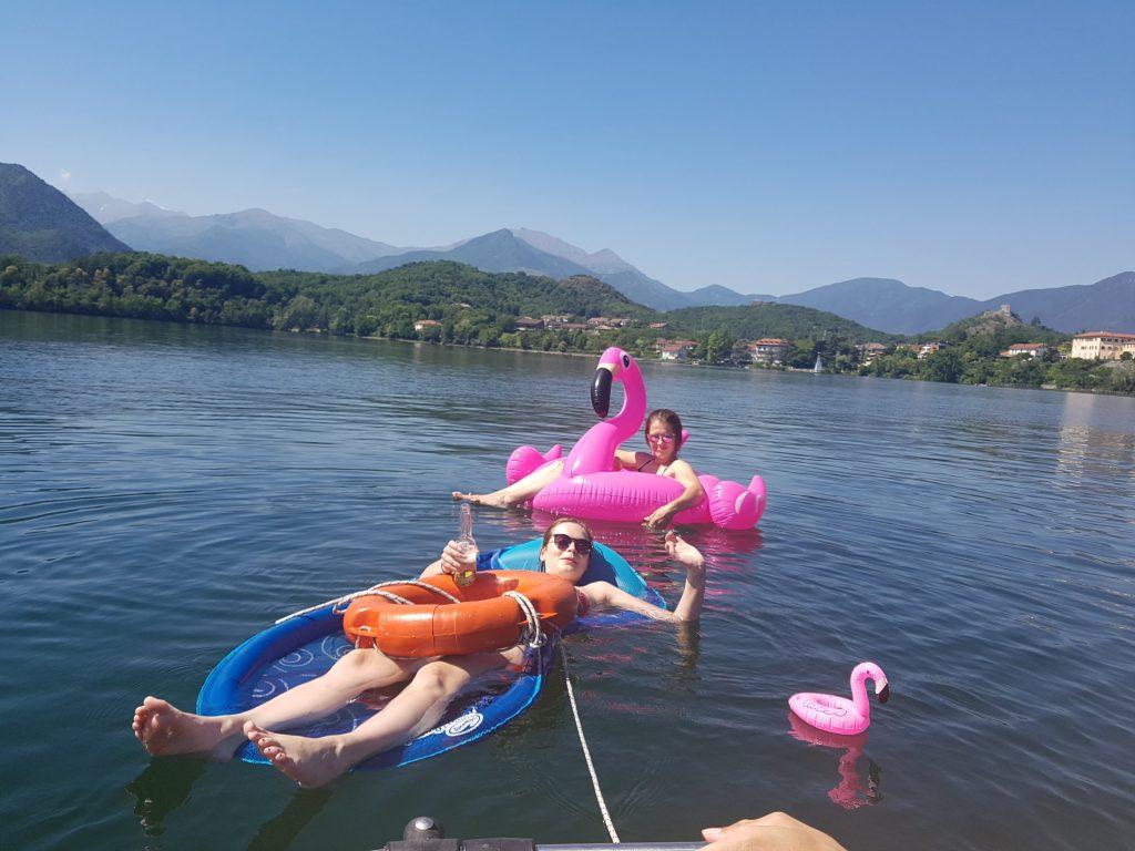des potes et le lac d'Avigliana